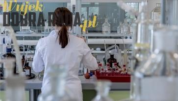 Porada - Gniazdo ekwipotencjalne w branży laboratoryjnej